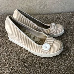 Roxy canvas stripe button wedges